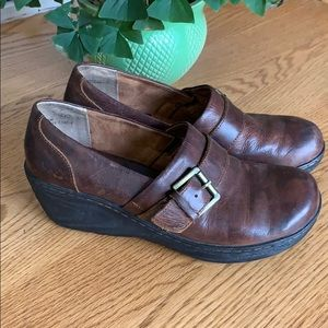 B.o.c brown leather clogs shoes size 8 1/2
